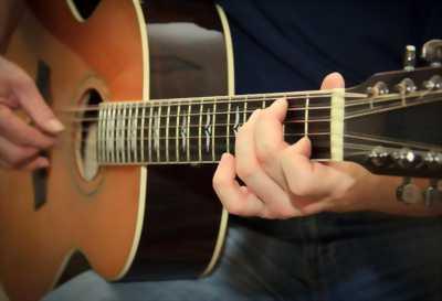 Đàn guitar classic có EQ