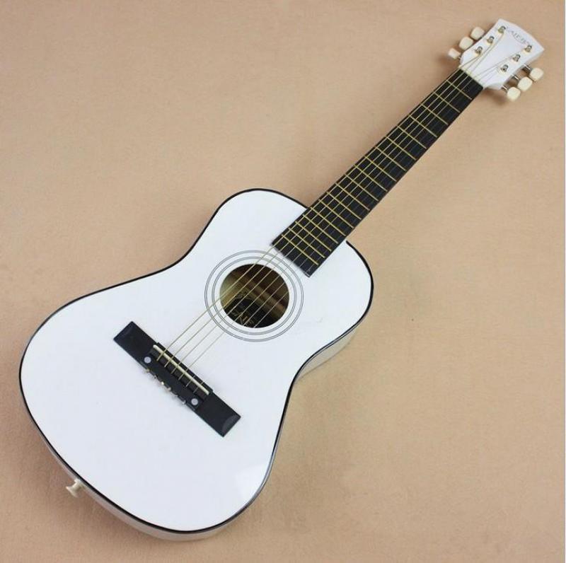 Guitar trắng cổ điển