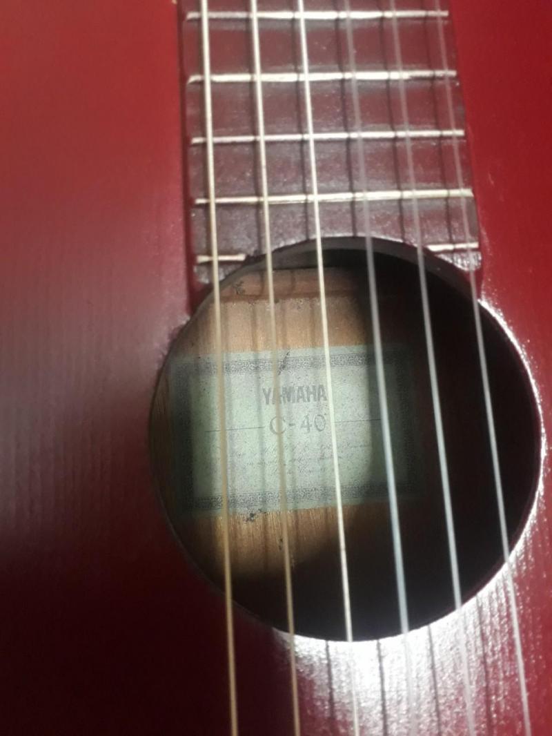 Đàn ghi ta rất cổ Nhật Bản làm thủ công hiệu Yahama rất đẹp, âm thanh chuẩn