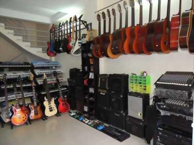 Bán đàn guitar điện chính hãng từ Nhật