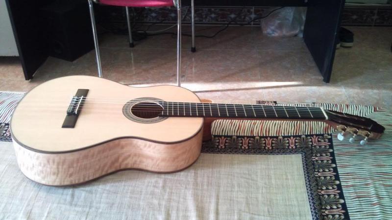 Guitar Acoustic gỗ nguyên khối - mới 98%