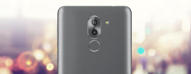 Ban điện thoại huawe máy gam 2 gb choi game mượt.