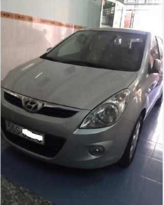 Cần bán Xe Hyundai I20 màu bạc, nhập khẩu, số tự động, đi được 59000 km