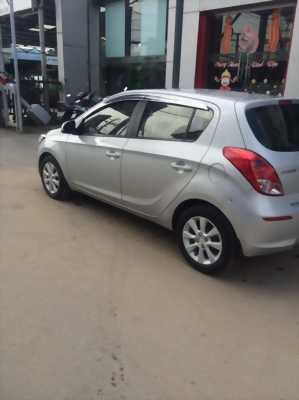 Cần bán xe Hyundai i20, 1.4 số tự động, đời 2013, màu bạc, nhập khẩu chính hãng giá cực rẻ