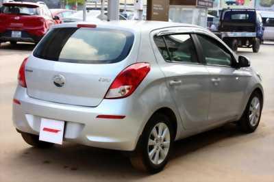 Bán ô tô Hyundai i20 1.4AT đời 2013, thiết kế mềm mại, tươi trẻ hơn