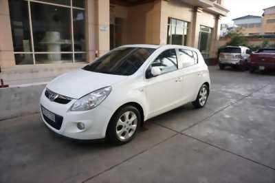 Bán xe Hyundai i20 đời 2010, màu trắng, nhập khẩu nguyên chiếc