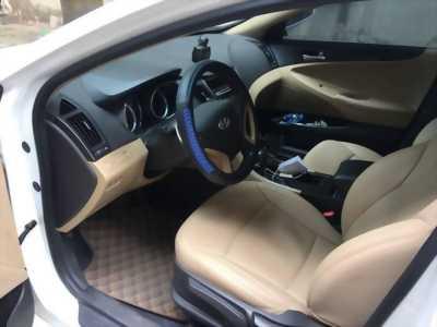 Gia đình cần bán xe Sonata 2011, số tự động, màu trắng, gia đình sử dụng, odo 52.000km