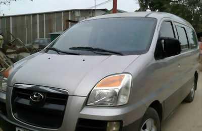Bán Hyundai Starex (6 chỗ 800Kg) 2007 máy dầu, số sàn màu Bạc.