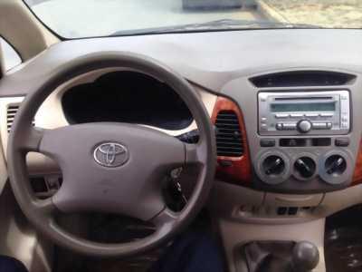 Mình cần nhượng lại chiếc Toyota Innova sản xuất 2008, màu bạc với giá mềm