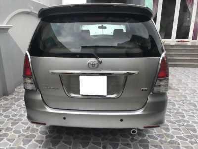 Cần bán xe Toyota Innova 2011 số sàn màu bạc cực mới