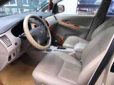 Gia đình cần bán xe Innova 2.0V 2011 số tự động màu ghi 8 chỗ cực mới