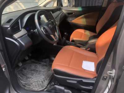 Cần bán xe Toyota Innova 2.0E số sàn đăng ký 10/2017