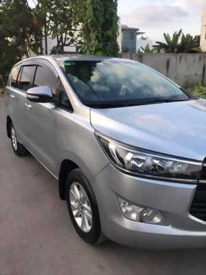 Cần bán xe Toyota Innova E 2017 số sàn màu xám