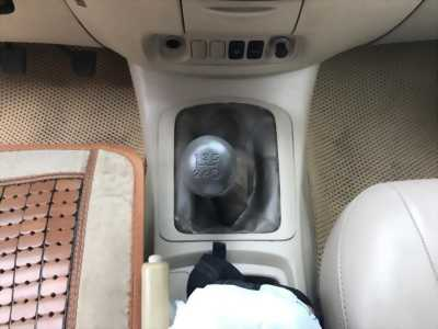 Nhà mình cần bán xe Toyota Innova 2008 số sàn màu nâu Vàng