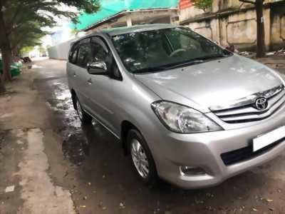 Cần tiền bán xe cọp Innova 2011, số sàn, màu bạc