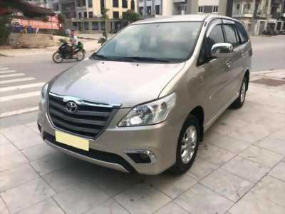 Cần bán xe Toyota Innova 2014 số sàn màu vàng cát