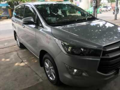 Cần bán xe Toyota Innova 2017 số sàn màu xám