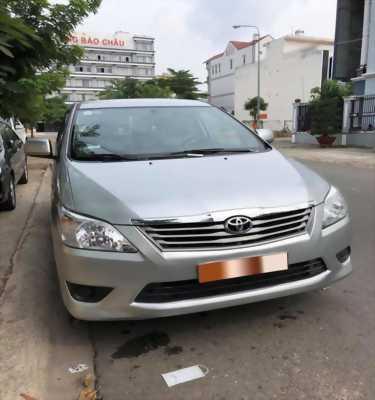 Gia đình cần bán xe Innova 2013, số sàn màu bạc, gia đình sử dụng