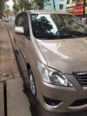 Cần bán xe Toyota Innova 2013 số sàn màu vàng cát