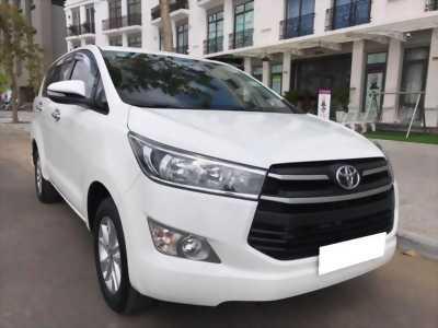 Gia đình cần bán xe Innova 2017, số sàn, màu trắng tinh ngọc trinh