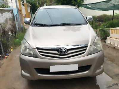 Gia đình bán Toyota Innova 2011