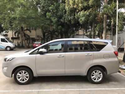 Xe gia đình Toyota Innova 2.0 G 2012