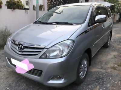 Cần bán gấp Toyota Innova 2009, màu bạc số sàn