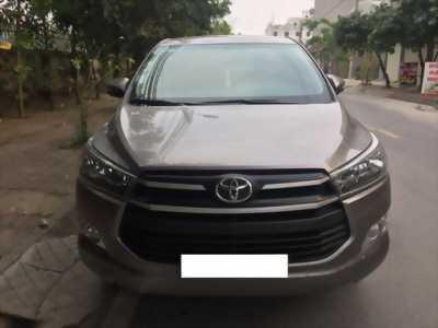 Cần bán gấp Toyota Innova 2018 bản E. Xe số sàn