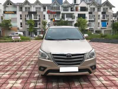 Bán gấp xe Toyota Innova 2014 số sàn . Xe phom mới,màu vàng cát