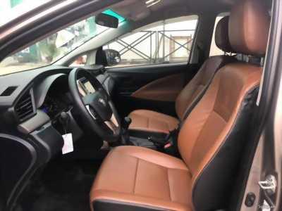 Cần bán xe Toyota Innova đời 2017 số sàn màu nâu