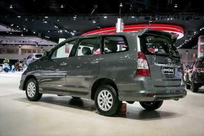 Cần bán nhanh xe Toyota Innova 2018 Vàng đồng