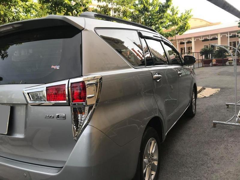 Cần bán xe Innova 2018, số sàn, màu xám, gia đình sử dụng.