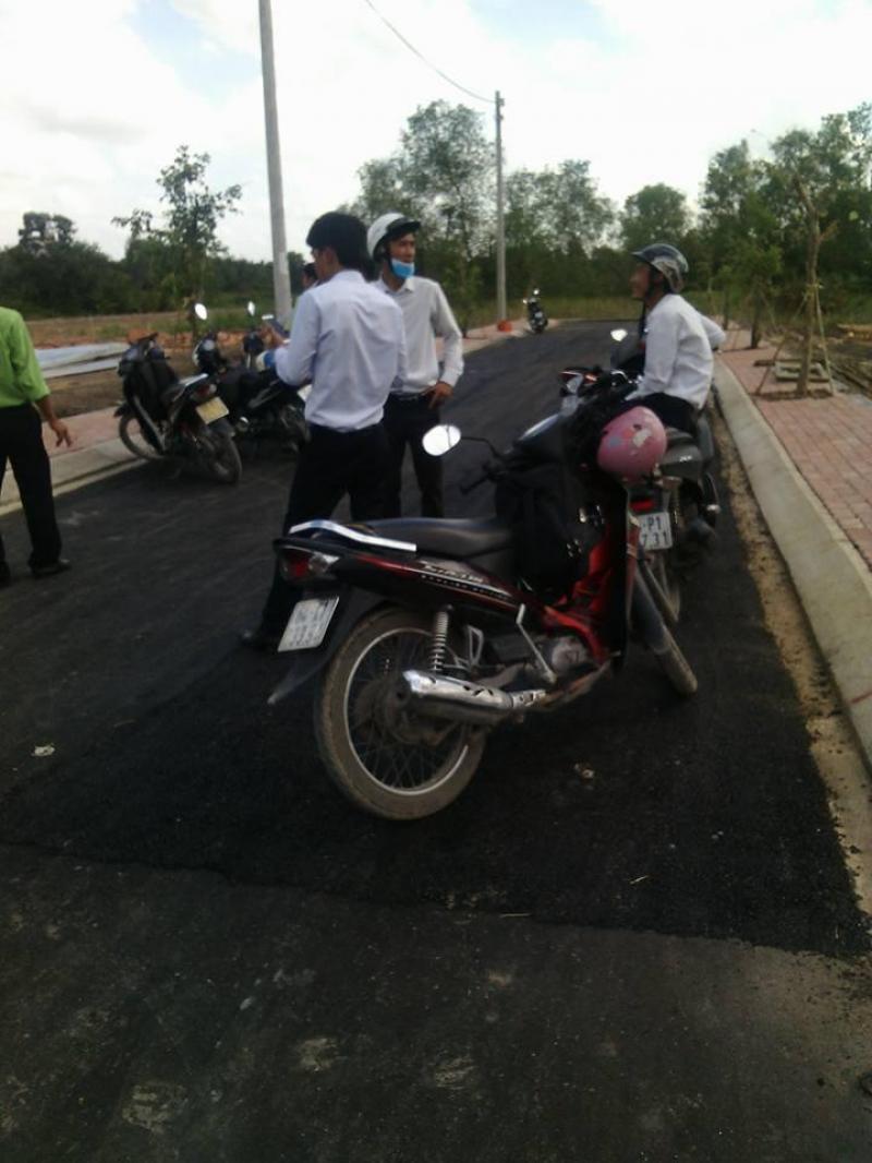 Kẹt tiền cần bán gấp lô đất đường Bưng Ông Thoàn, Phú Hữu, Quận 9