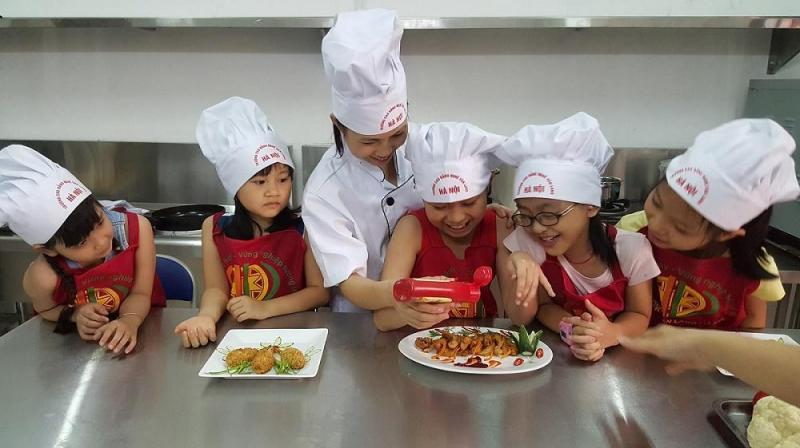 Đăng ký cho trẻ em học lớp nấu ăn trong hè 2017