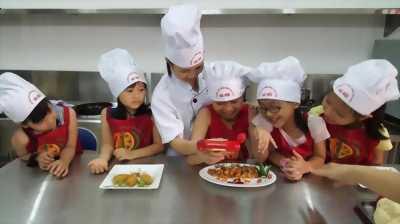 Khóa học nấu ăn dành cho trẻ em trong dịp hè 2017