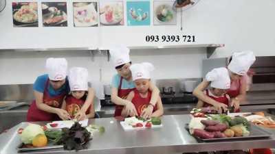 Khóa học làm bánh, nấu ăn, pha chế dành cho trẻ em hè 2019