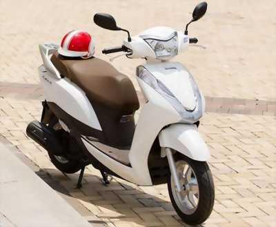 Honda Lead màu trắng biển Hà Nội