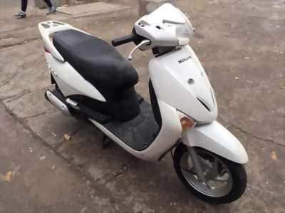 Honda Lead Nhập khẩu FI màu trắng biển Hà Nội
