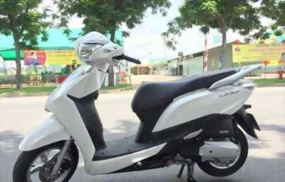 HONDA LEAD WHITE 125CC LIKE NEW 100%
