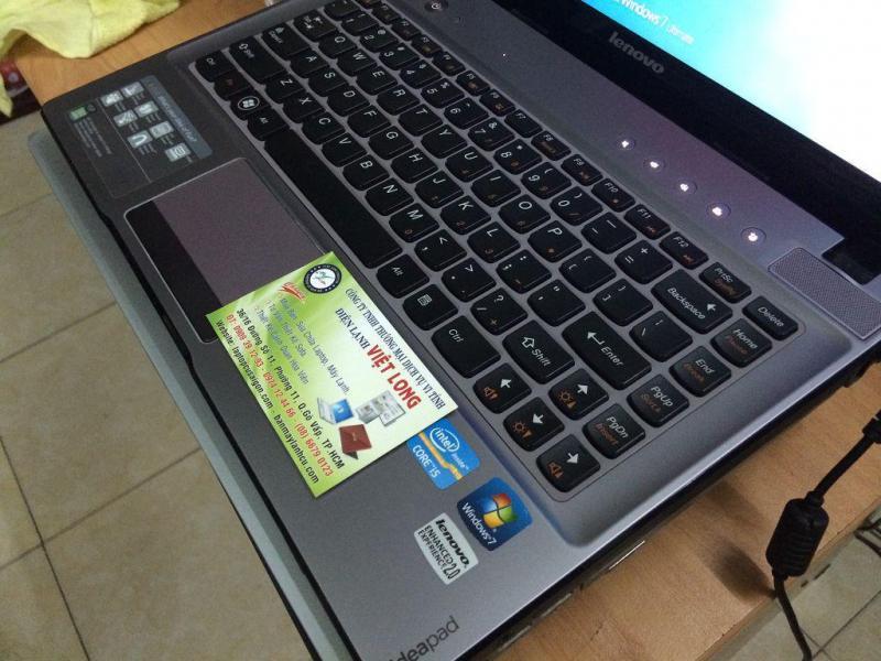 Laptop Dell nhỏ gọn, bỏ cốp xe