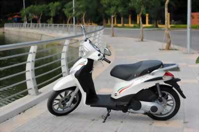 Piaggio Liberty nhập khẩu 2012 màu trắng quận 1