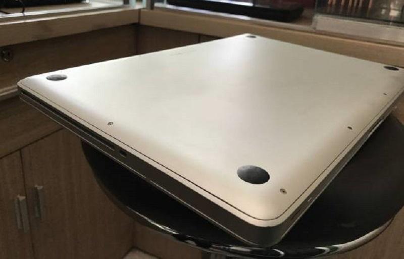 Apple Macbook Pro giữa năm 2010