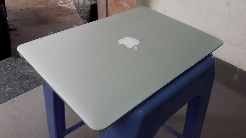 Macbook Air 2017 13inch Fullbox còn bảo hành tại Hai Bà Trưng, Hà Nội.