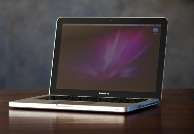 MacBook While core 2 duo trắng đẹp tại Hai Bà Trưng, Hà Nội.