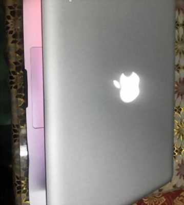 Macbook Pro giữa