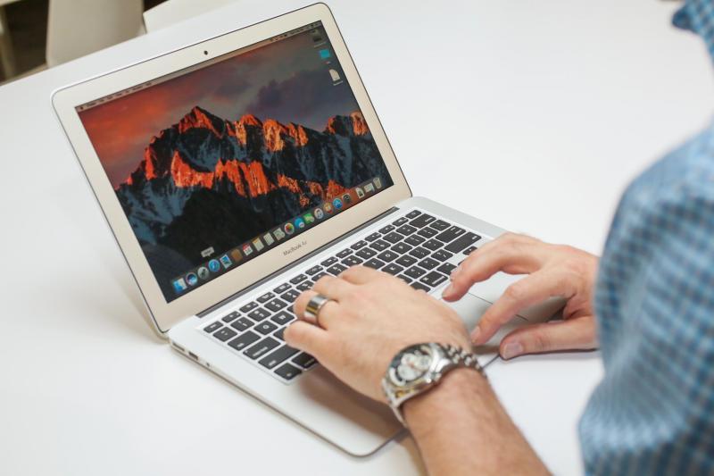 Macbook air hàng xách tay từ mỹ