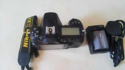 Nikon D300 chính hãng dòng bán chuyên pro giá xác