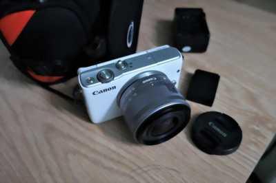 Cần bán máy chụp ảnh đang xài đầy đủ phụ kiện