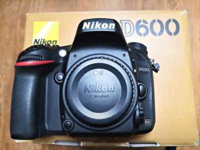 Nikon D600, Canon 5D. Lens 35 Art, Nikon 40 Macro, AF-P 70-300 VR, balo Lowepro, filter