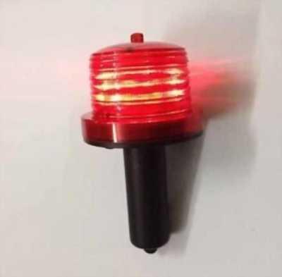 Bán đèn báo hiệu cắm cọc dùng năng lượng mặt trời tại Văn Chấn
